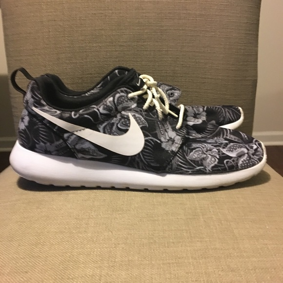 Nike Shoes | Roshe Size 12 Sneakers
